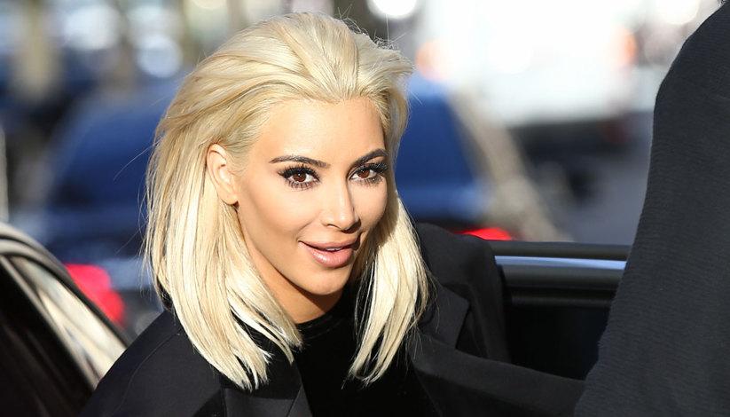 die haarfarbe die kim kardashian viiiieeel besser stehen w rde als dieses platinblond tr s click. Black Bedroom Furniture Sets. Home Design Ideas