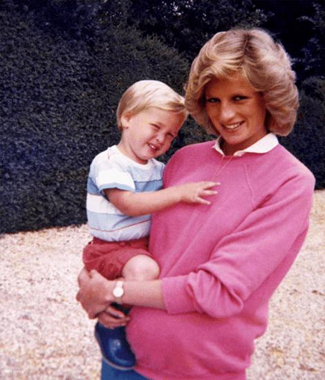 Prinz William erinnert sich an seine verstorbene Mutter Diana.