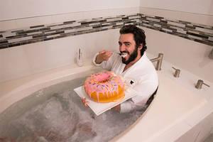 Der 4,5 kg Donut wird auch auf Instagram gehypet.