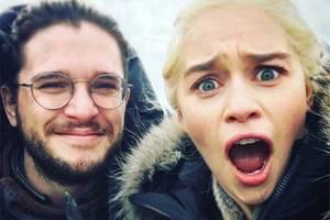 Emilia Clarke am Set von Game of Thrones