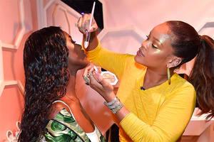 Rihannas Fenty Beauty Launch fand gestern statt und das BadGal hat sogar selbst geschminkt.