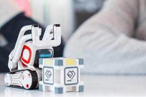 Cozmo, der Roboter mit künstlicher Intelligenz erobert unsere Herzen.