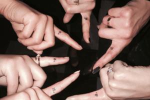 Mini-Tattoos für dich und deinen Girls-Squad, die euch für immer verbinden