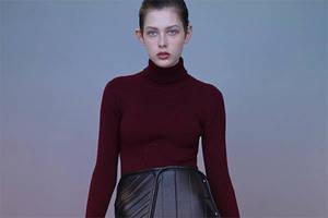 Balenciaga entwirft jetzt Röcke im Automatten-Design.