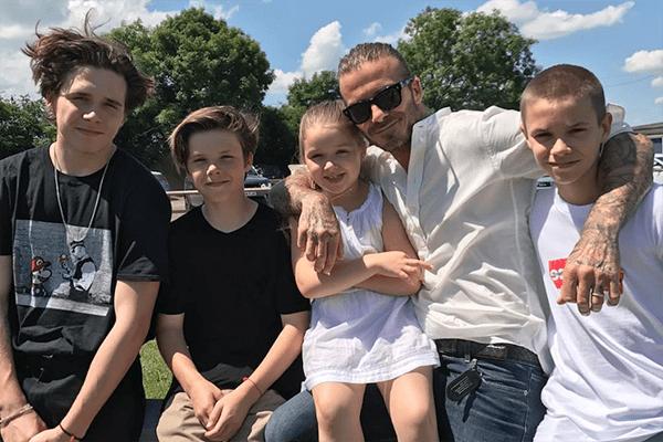 Brooklyn Beckham lässt sich Tattoo für Geschwister stechen