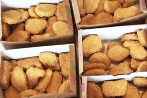Es gibt einen Job, bei dem man Chicken Nuggets testen kann und uns läuft schon das Wasser im Mund zusammen