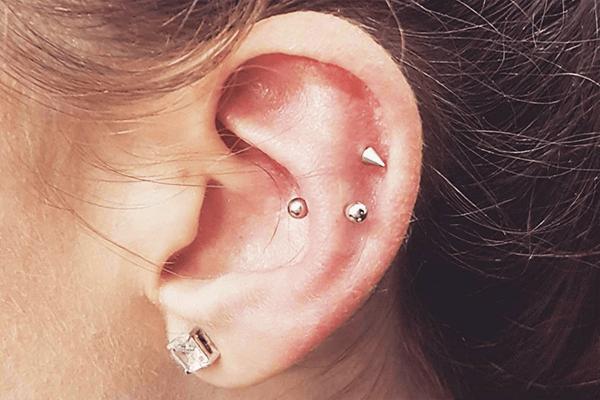 Helix piercing entzündet