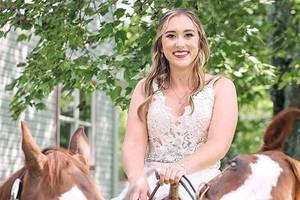 Dieses Pferd stiehlt der Braut definitiv die Show