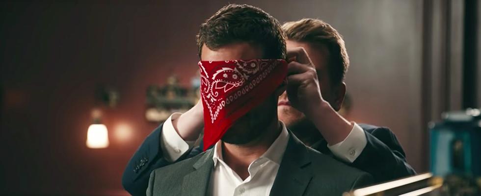 """SO WITZIG! James Corden und Jamie Dornan drehen die Spielzimmer-Szene von """"50 Shades of Grey"""" nach"""