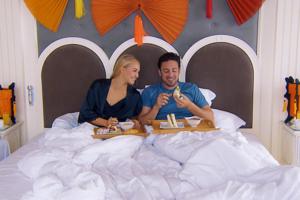 Bachelor Daniel Völz mit Sonja im Bett