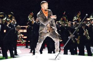 Justin Timberlake tritt in der Halbzeit des Superbowls auf und Twitter reagiert darauf