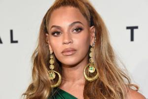 Und alle Welt fragt sich: Wer zum Teufel hat Beyoncé ins Gesicht GEBISSEN?