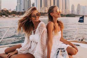 Diesen Sommer müssen unsere Sonnenbrillen nur eins sein: Orange!