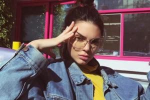 """Bei der neuen """"Migräne Pose"""" auf Instagram kann man sich nur an den Kopf fassen"""